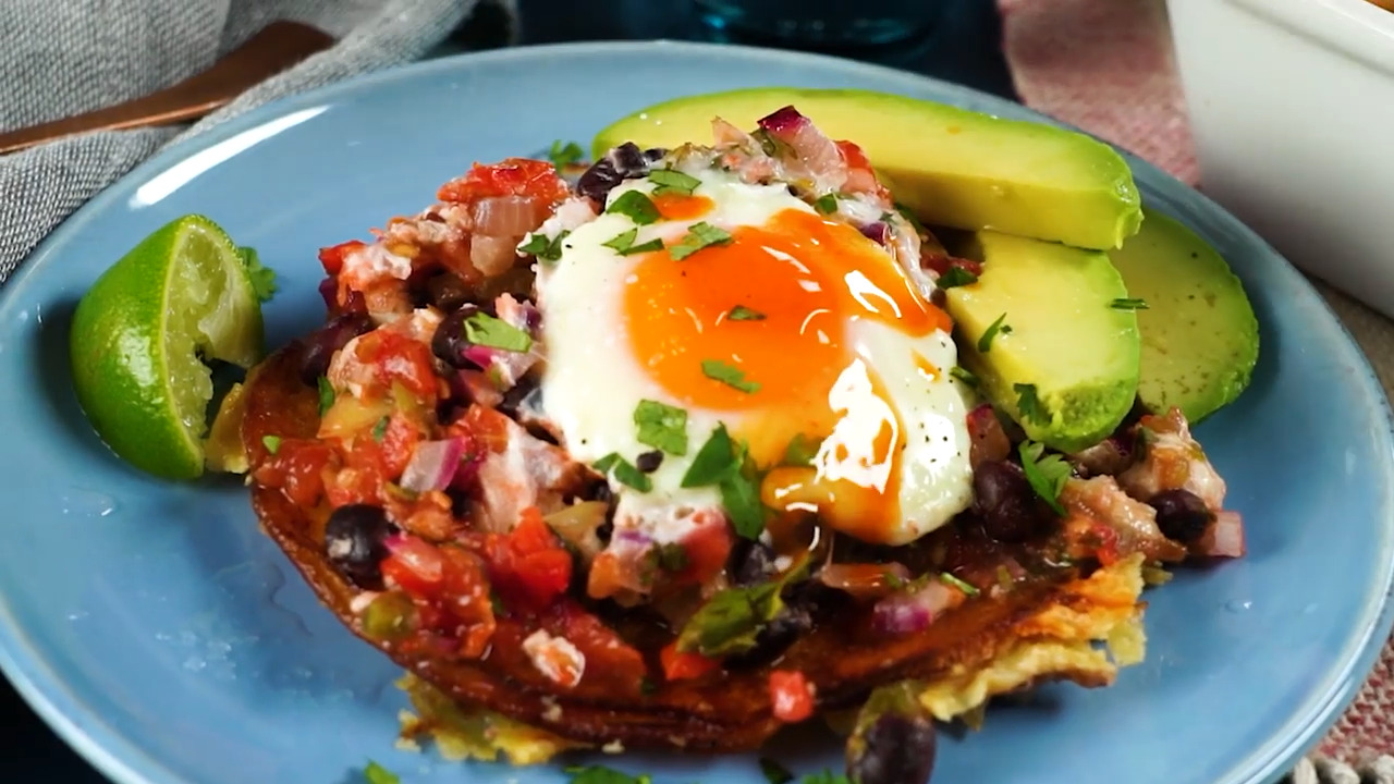 huevos rancheros brunch casserole with ham and cheese video