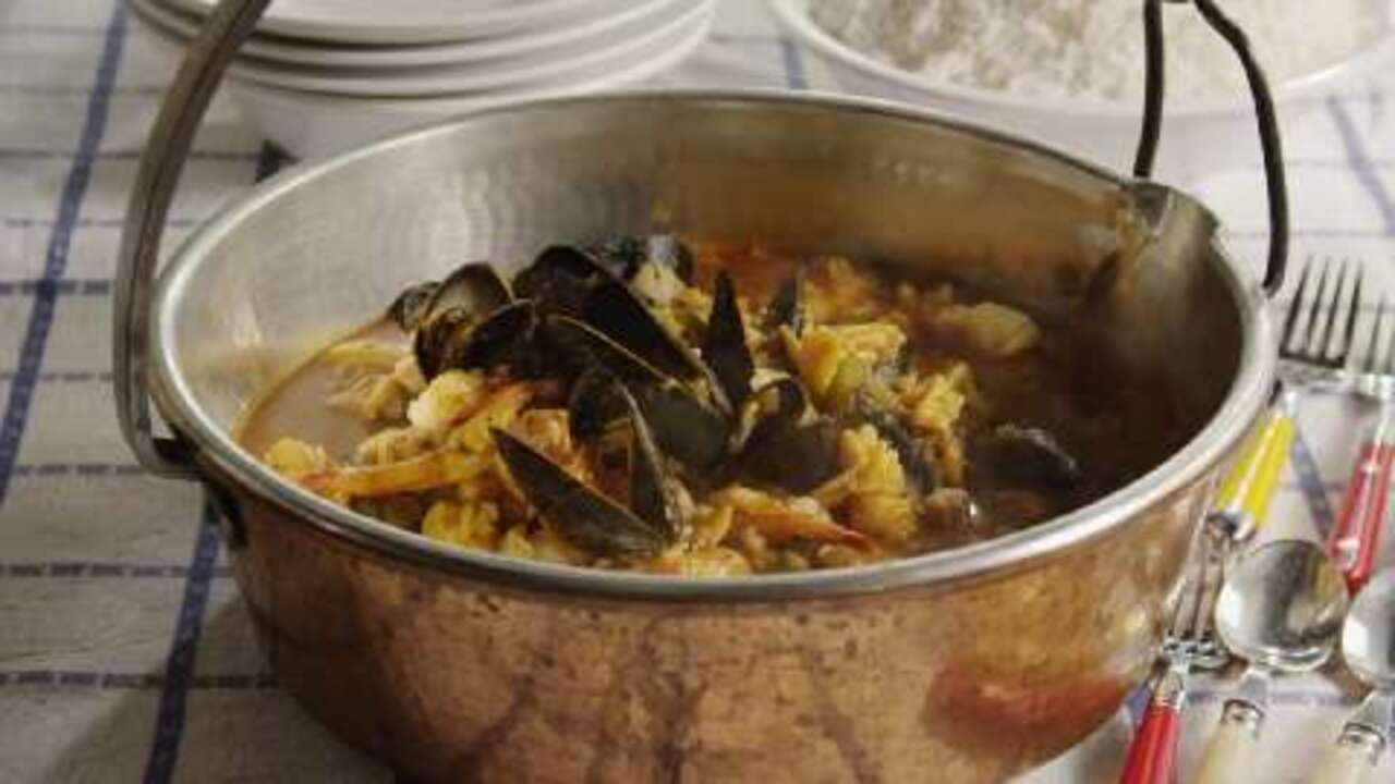 seafood cioppino video