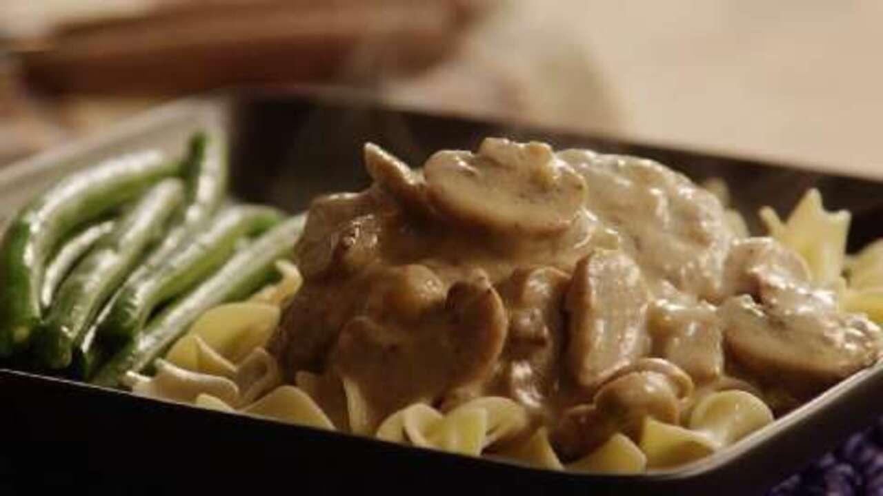 scrumptious salisbury steak in mushroom gravy video
