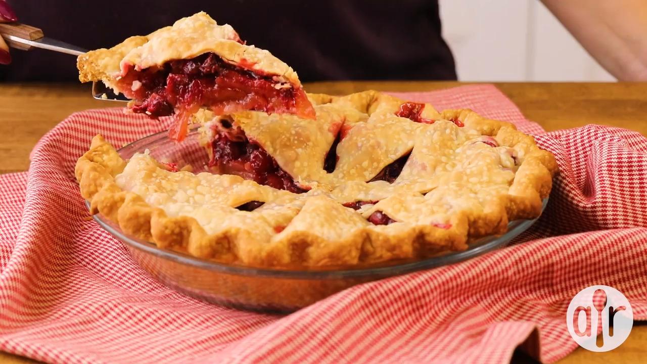 moms cranberry apple pie video