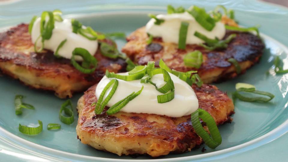 leftover mashed potato cakes video