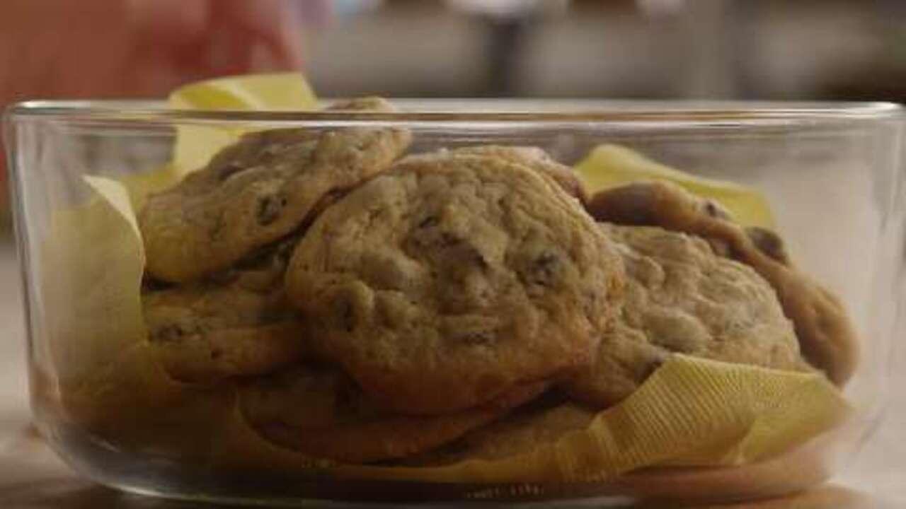 moms chocolate chip cookies video