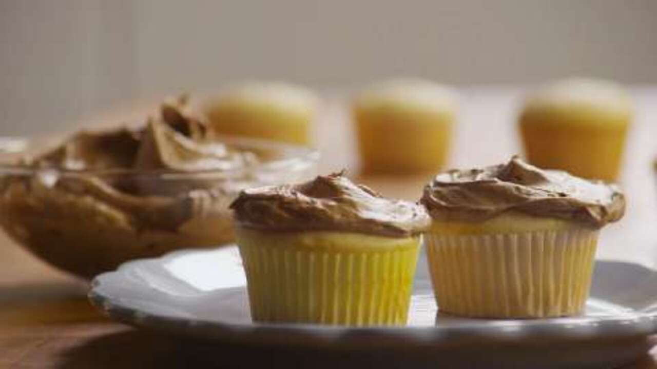 creamy chocolate frosting video