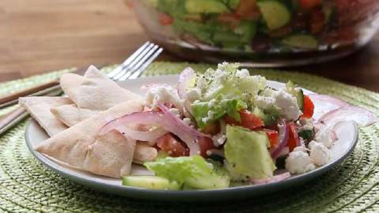 greek salad i video