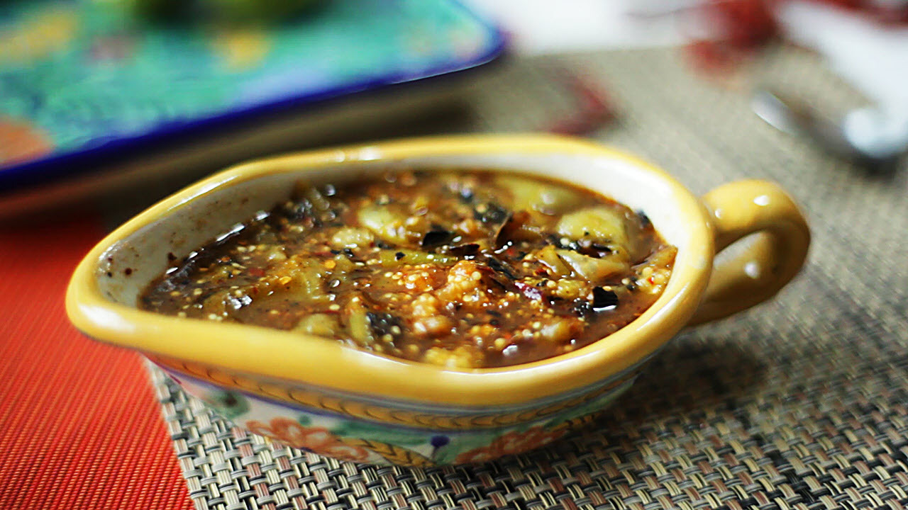 mexican charred tomatillo salsa video
