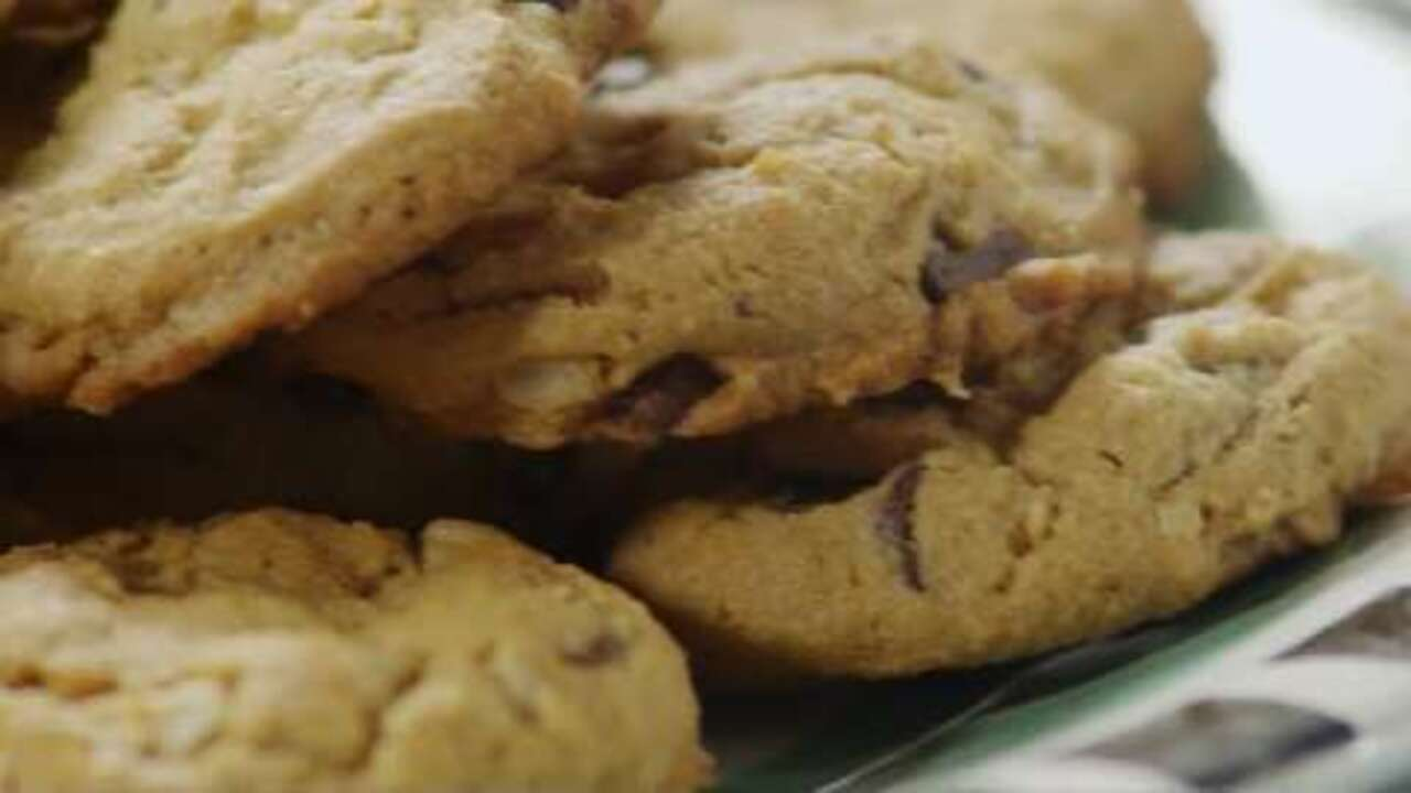 outrageous chocolate chip cookies video