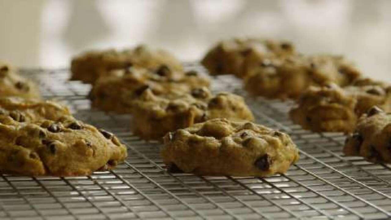 pumpkin chocolate chip cookies video