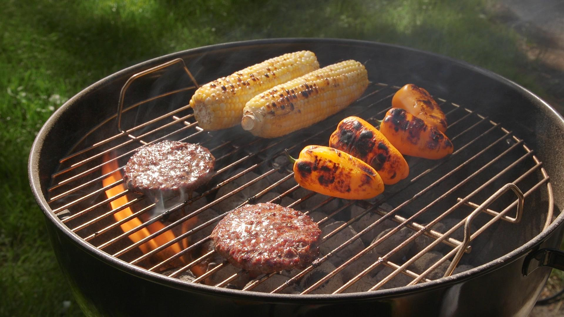 How to Cook on a Charcoal Grill - Consumer Reports