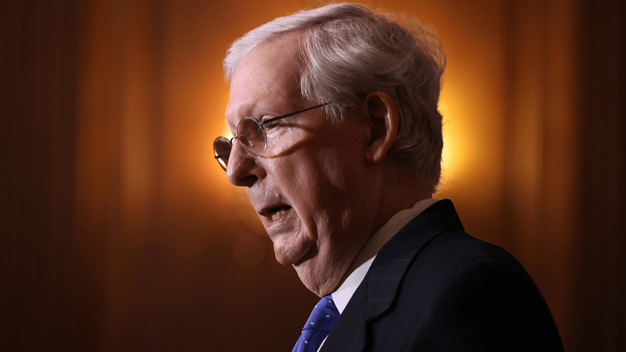 McConnell delivers tearful tribute to retiring Tennessee senator