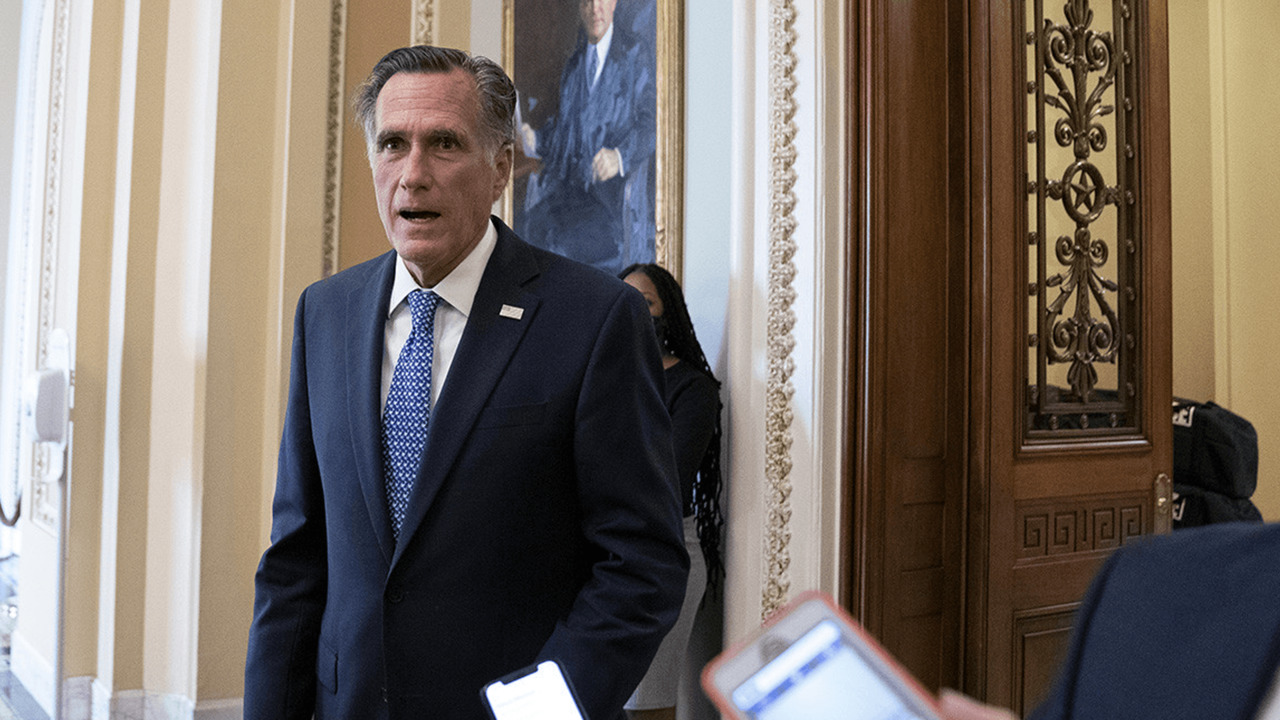 Romney supports holding vote on next Supreme Court nominee