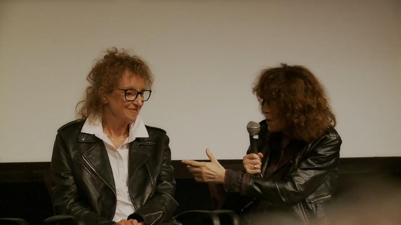 Mireille Dansereau et Marie-Claire Blais discutent de l'adaptation du film Le sourd dans la ville