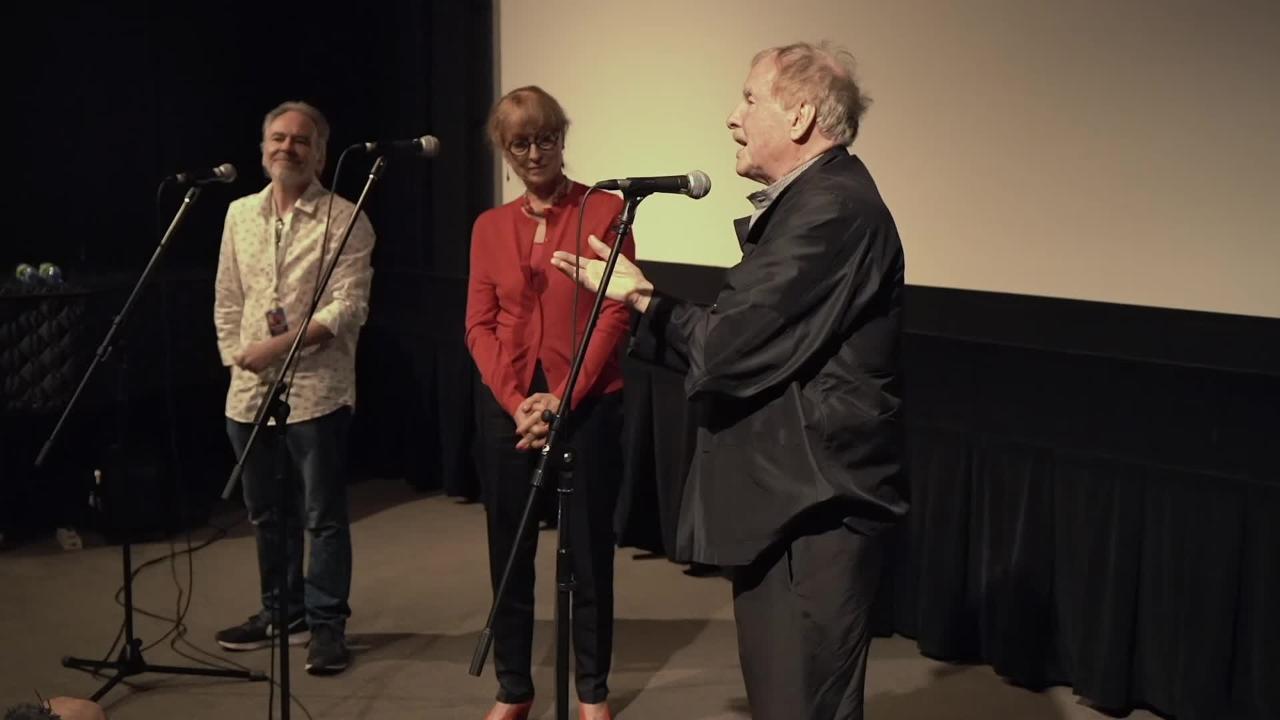 Claude Fournier et Marie-José Raymond discutent du film La pomme, la queue... et les pépins! (1974)