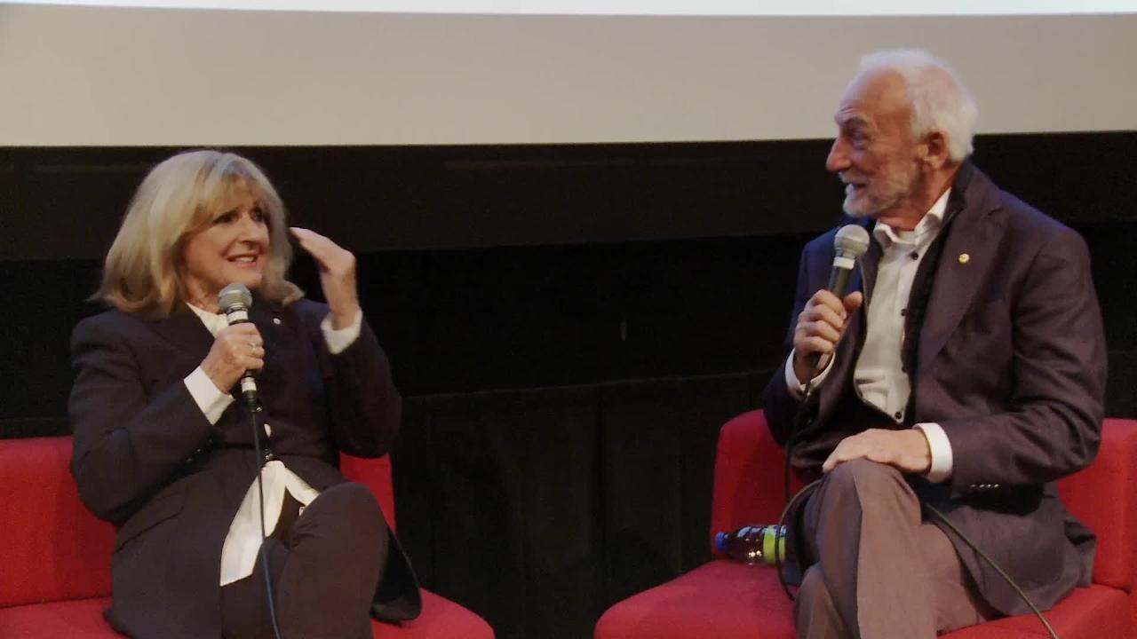 Dominique Michel et Yvon Deschamps discutent du film Tiens-toi bien après les oreilles à papa (1971)