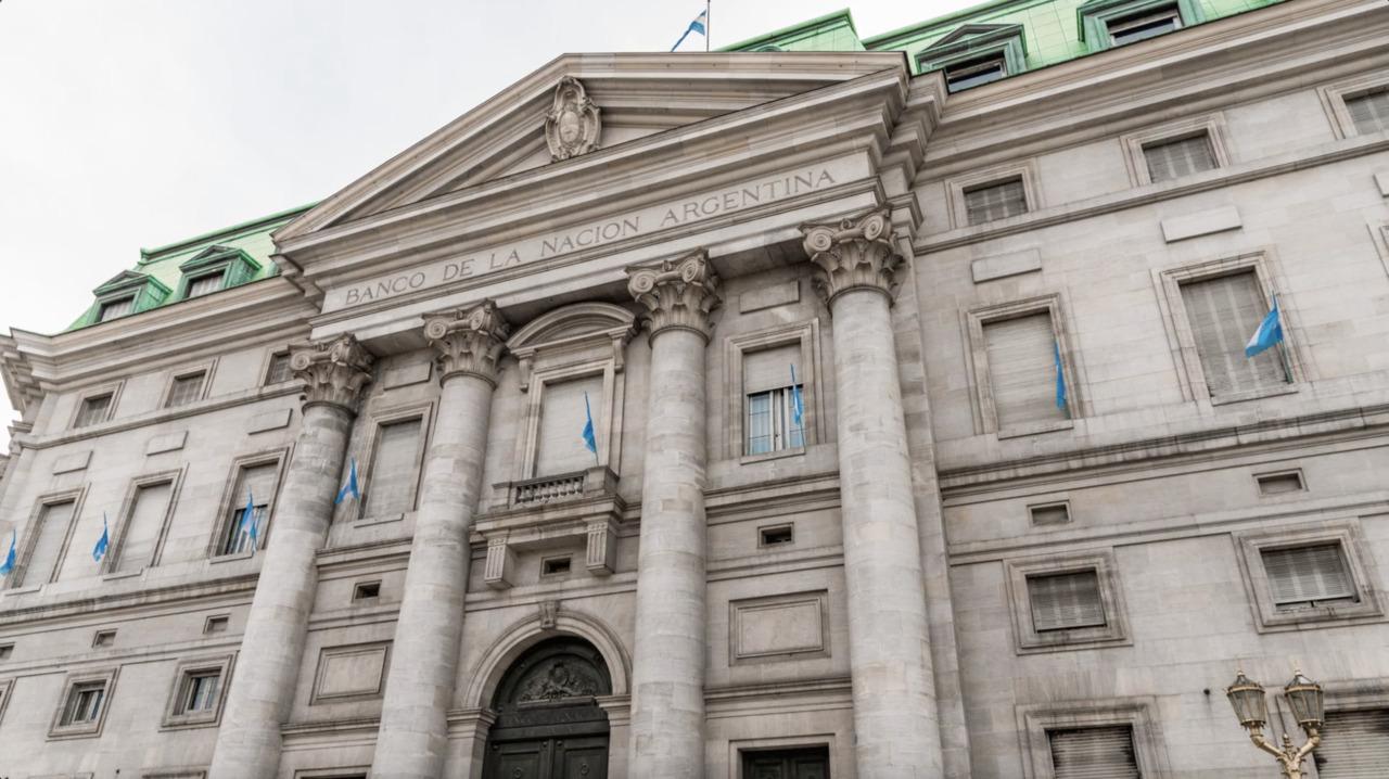 Sistemas Bancarios de Latam Puestos a Prueba por Tensiones Políticas y Sociales