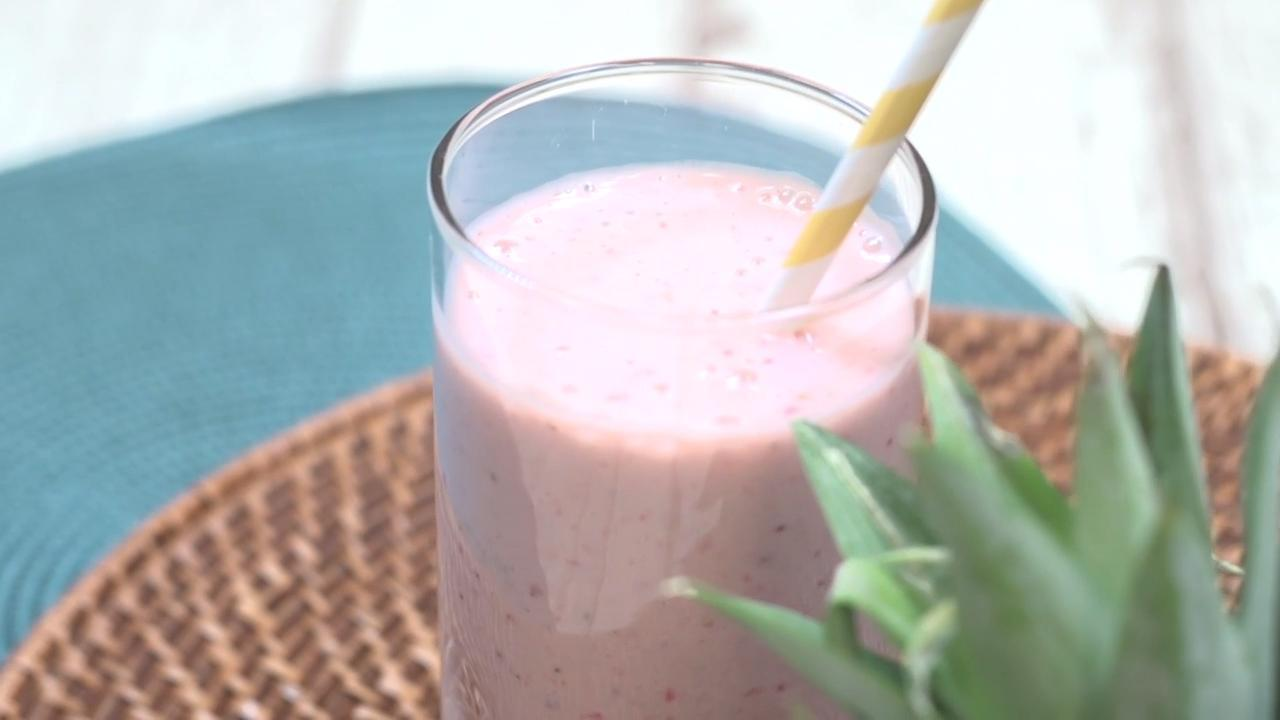 Learn How to Make a Pineapple Banana Smoothie