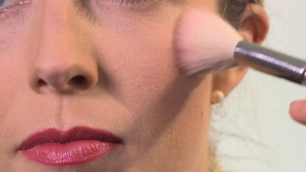 How to Define Cheekbones With Blush