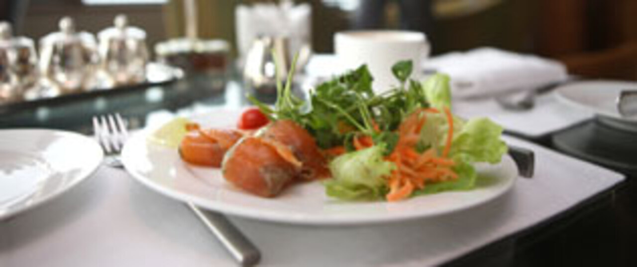 How Can I Make Healthy Choices at Restaurants?