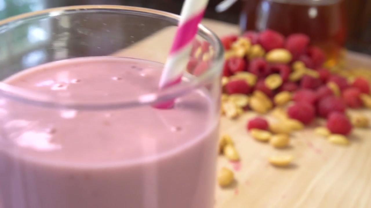 Sip This Peanut Butter and Raspberry Smoothie
