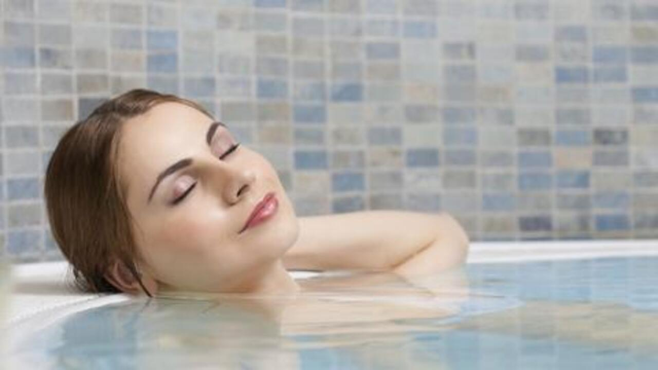 How Can Taking a Hot Bath Help Improve Sleep Quality?