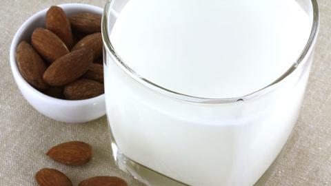 What Are the Benefits of Almond Milk?