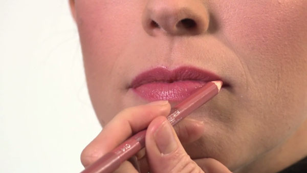 Best Technique for Applying Lip Color