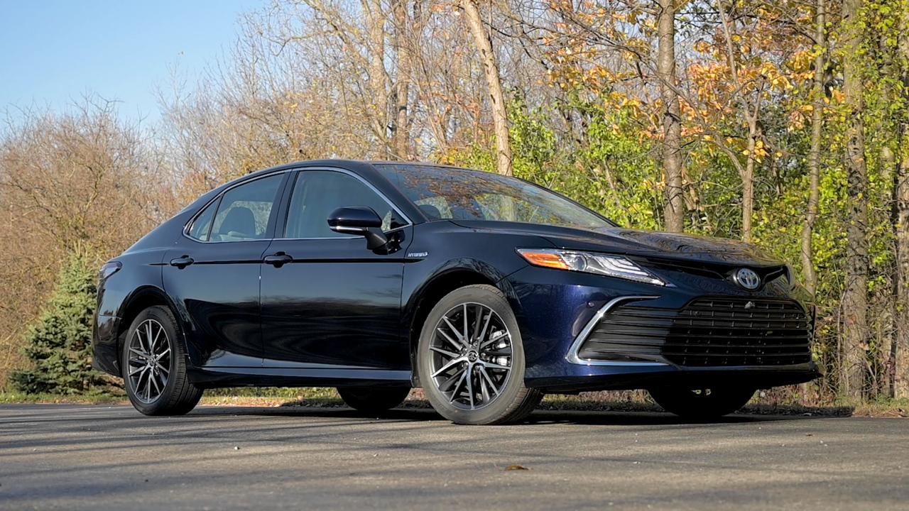 Video: 2021 Toyota Camry Hybrid: Review — Cars.com