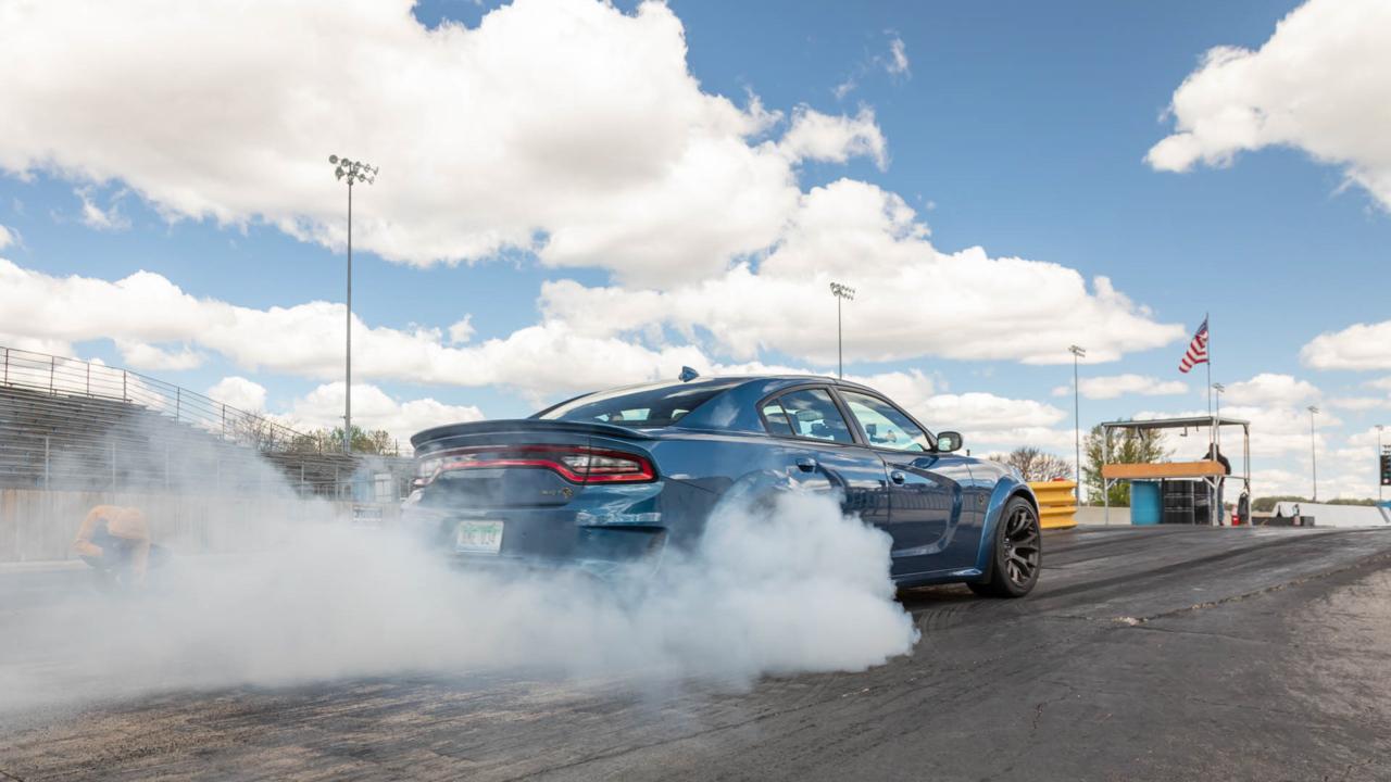 Video: Drag-Strip Testing the 2021 Dodge Charger SRT Hellcat Redeye — Cars.com