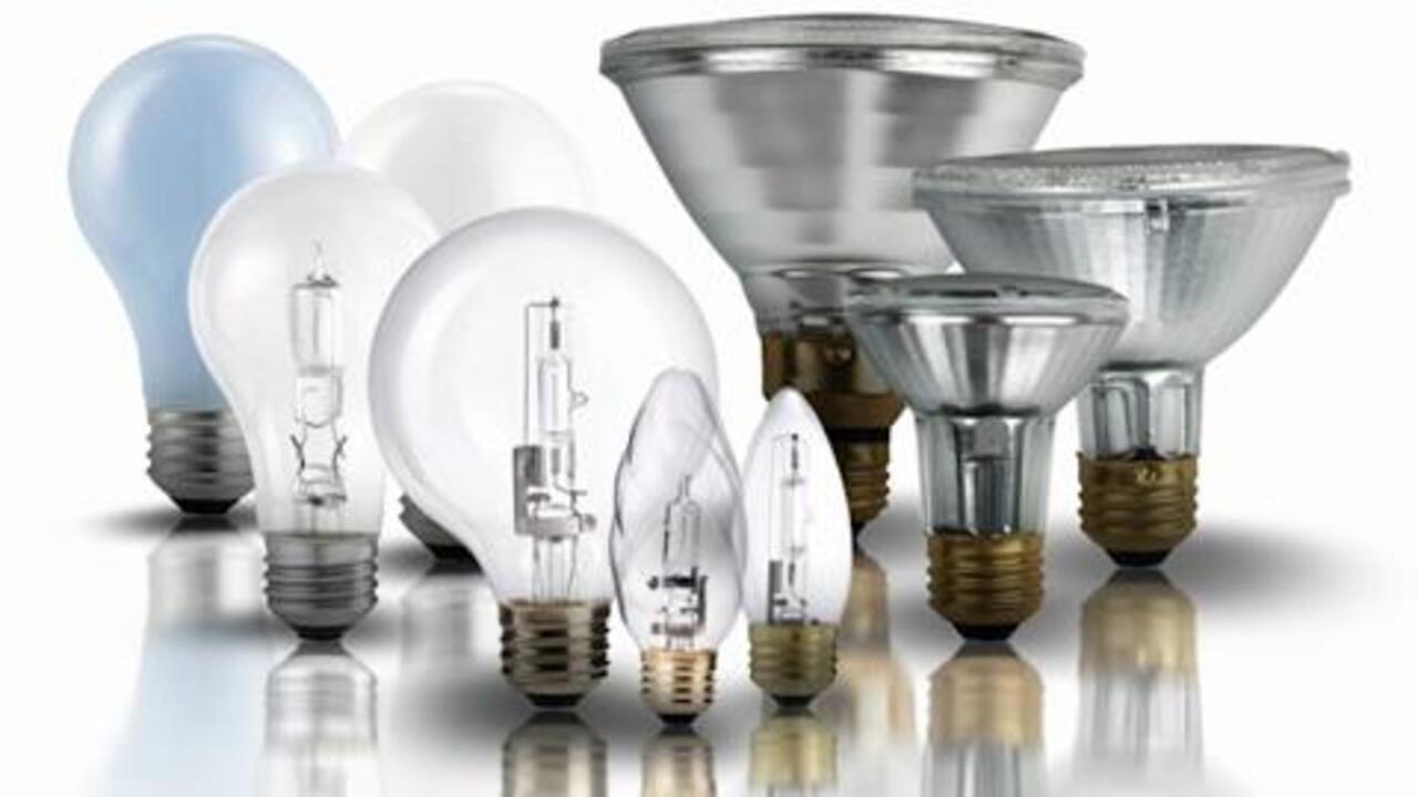 Philips Halogen Dimmable A19 Light Bulb: 790-Lumen 43-Watt Soft White Medium Screw Base 60-Watt-Equivalent 4-Pack 2920-Kelvin