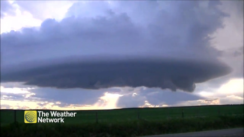 SUPER DETAILED TIMELAPSE OF A SUPERCELL IS MUST-SEE STUFF