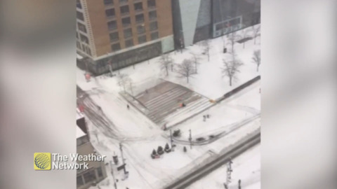 TIMELAPSE: WATCH AS WORKERS DO THEIR BEST TO KEEP UP WITH THE MONTREAL, QC SNOWFALL