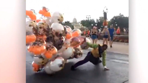 THE ONE JOB YOU DON'T WANT AT DISNEY WORLD WHEN IT'S WINDY