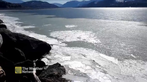 CRUNCHING ICE FLOWS ARE SO SATISFYING TO WATCH AND HEAR