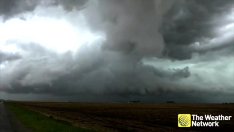 FUNNEL CLOUDS FORM OVER SOUTHERN ALBERTA (TIME-LAPSE)