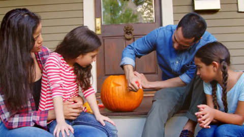 HOW TO CHOOSE THE BEST PUMPKIN AND MAKE IT LAST UNTIL HALLOWEEN