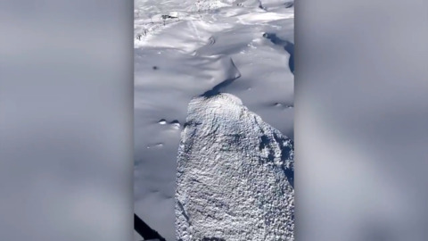 MESMERISING SHOT OF AVALANCHE FROM ABOVE SHOWS IT FLOWING LIKE AN UNSTOPPABLE RIVER