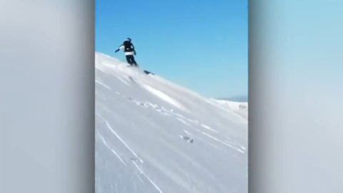 Close call: Avalanche suddenly forms under boarder's feet
