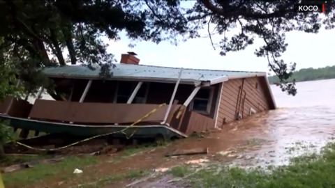 FLOODWATERS SWALLOW ENTIRE HOUSE WHOLE IN THIS MUST-SEE VIDEO