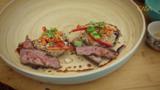 Salade de champignons portobello et boeuf grillé au sésame