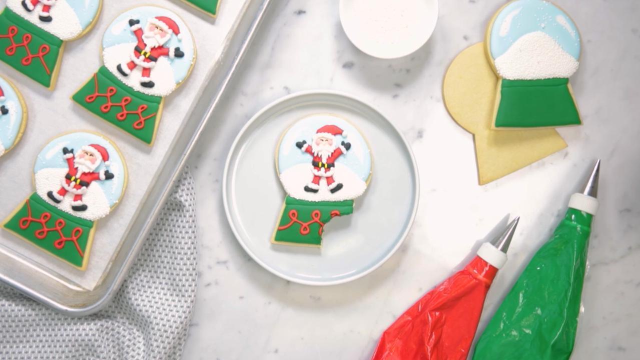 Christmas Cookie Decorating Idea: Santa Snow Globes