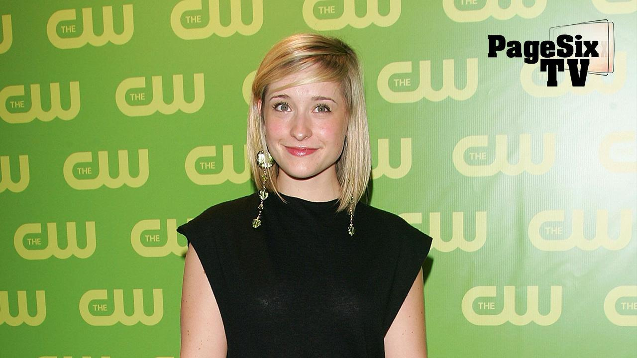Smallville Actress Allison Mack Pleads Not Guilty To Sex
