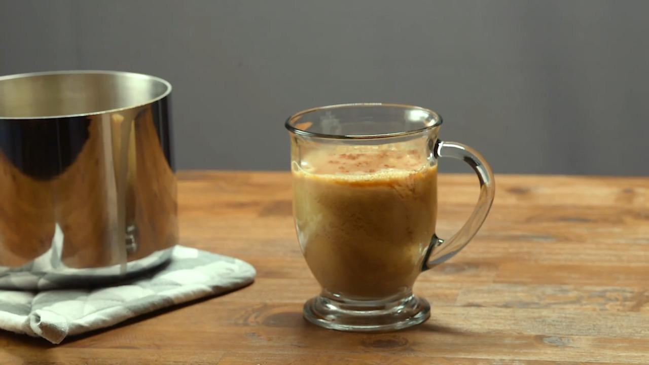 Video Recipe: A Sugar-Free, DIY Pumpkin Spiced Latte