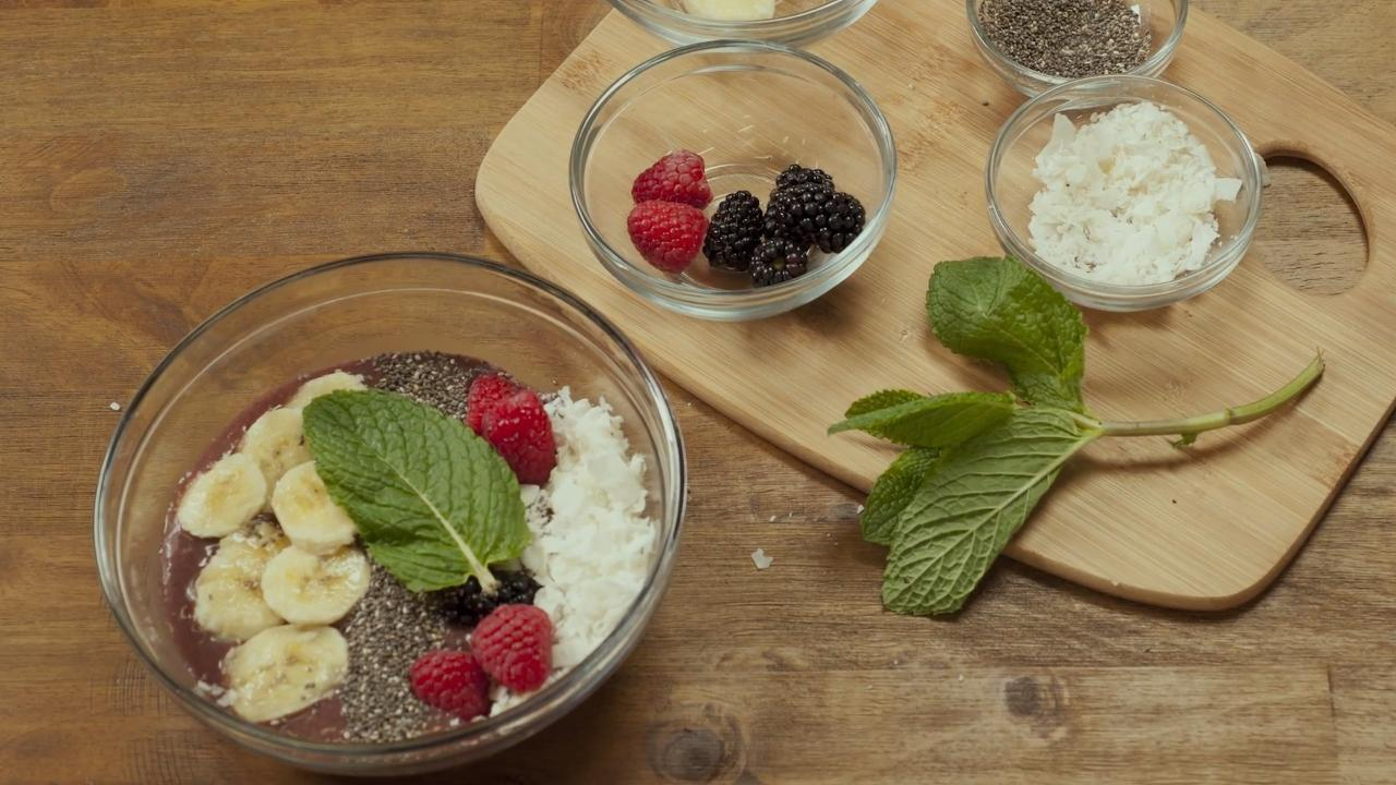 Video Recipe: How to Make an Acai Bowl