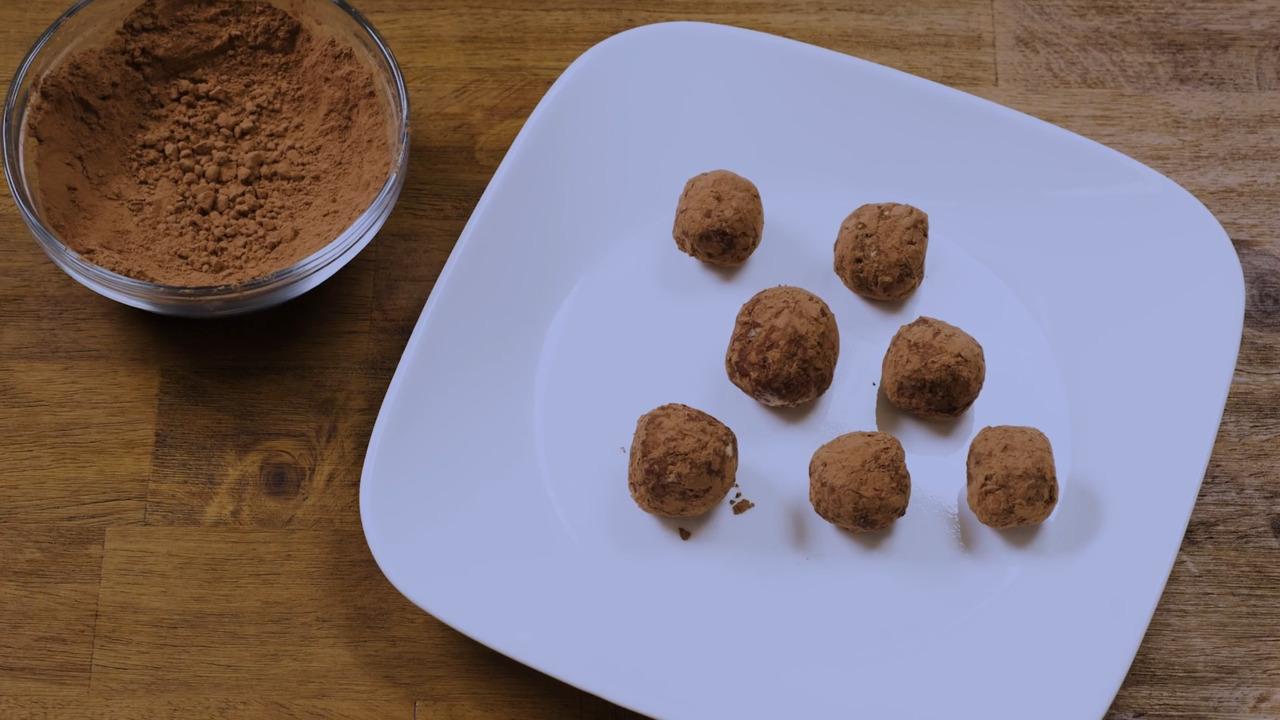 Video Recipe: No-Bake Oatmeal Protein Balls