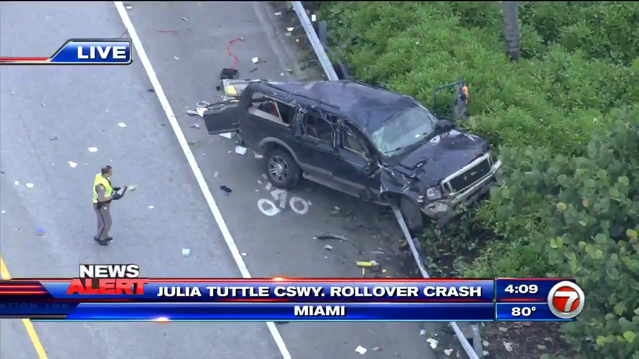 Resultado de imagen para 3 children, 1 adult injured in Julia Tuttle Causeway crash