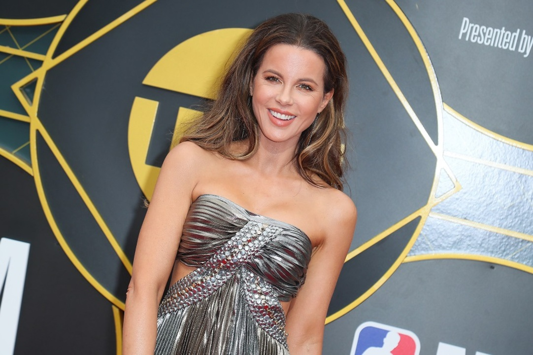 Kate Beckinsale Shoots Down Trolls Who Say Shes Too Old To Post