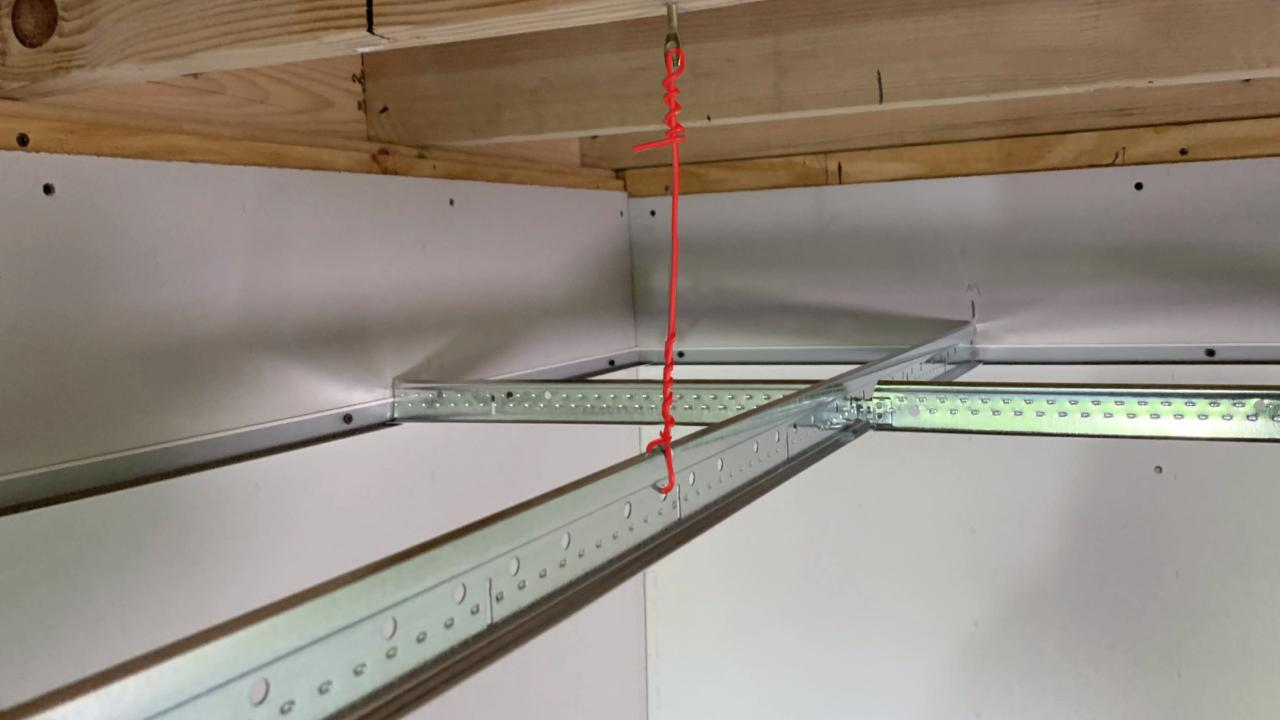 How to Tie Hanger Wire for a Drop Ceiling