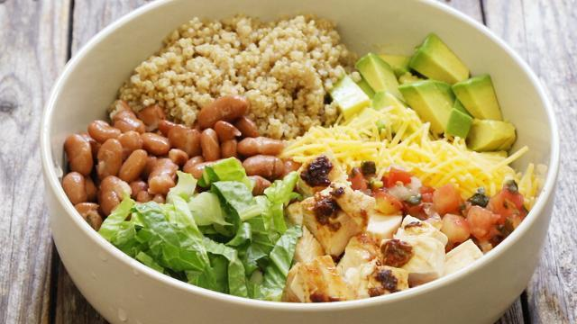 How To Make Chipotle Chicken Quinoa Burrito Bowls Eatingwell