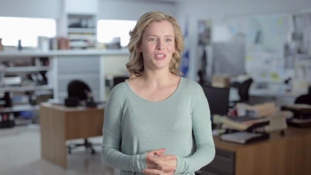 Comment Charlotte Aubin a-t-elle joué la scène où Jade est frappée par une voiture?