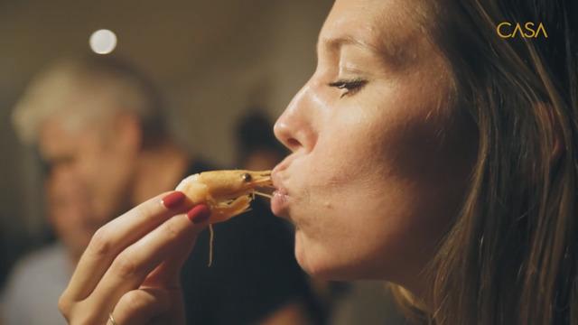 Dégustation de crevettes chez les portugais