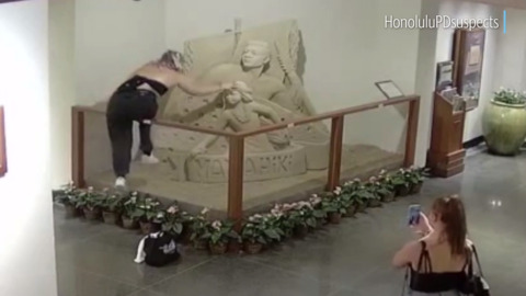 Video captures lowlife destroying most of elaborate sand statue at  Royal Hawaiian Hotel
